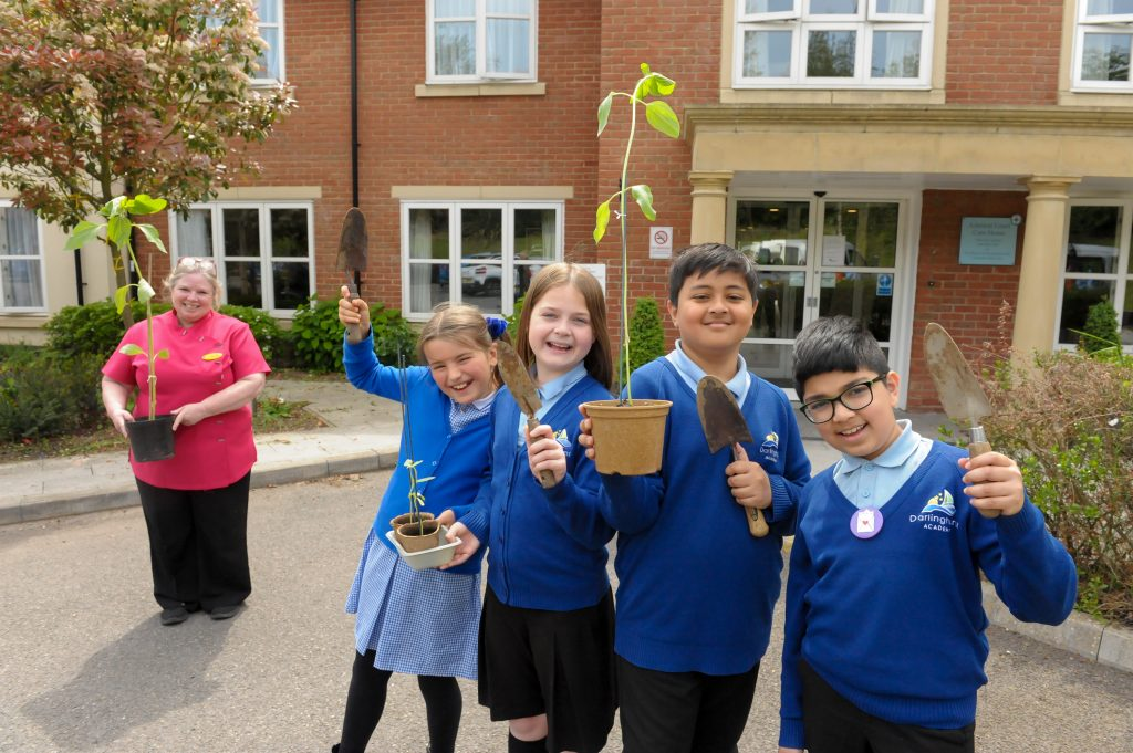 Darlinghurst Academy pupils spread smiles with sunflowers