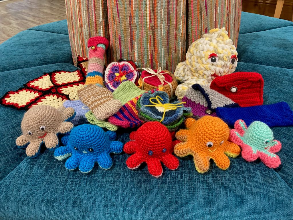 Residents at Lakeview Knit for Mental Health